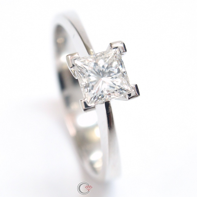 Verlobungsring Damenring Mit Prinzess Diamant In Krappenfassung