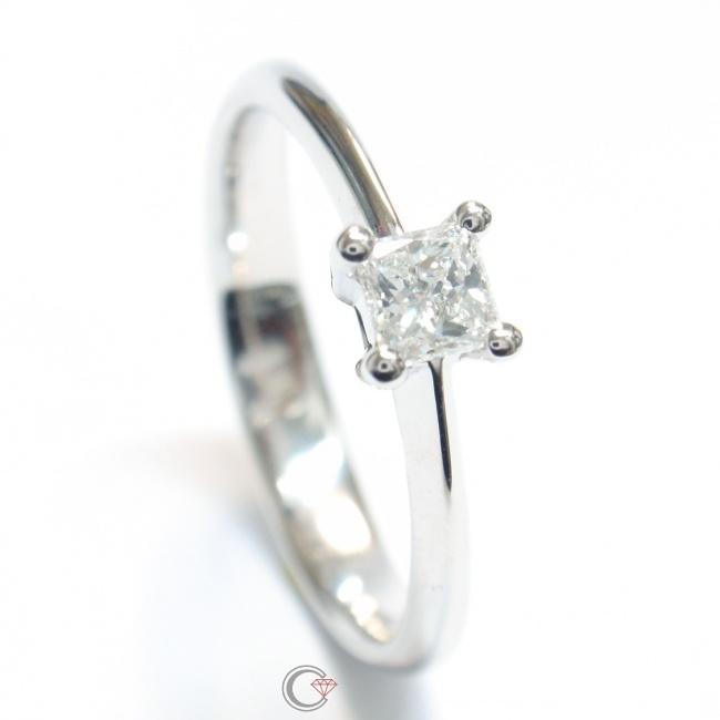 Verlobungsring Mit Prinzess Diamant In Krappenfassung Schmuckpforte De